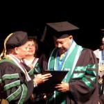 Oscar de León recibe Doctorado Honoris Causa
